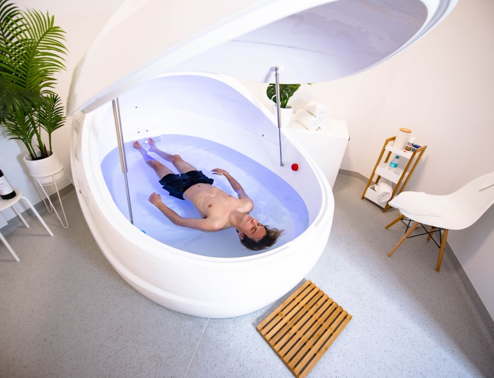 5 Ways Floating Can Help Your Chronic Back Pain